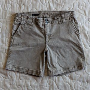 Kut from the Kloth size 10 Denise Bermuda short